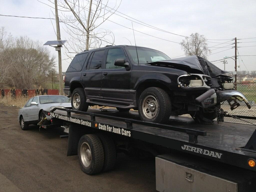 Free Junk Car Removal - American TowingAmerican Towing